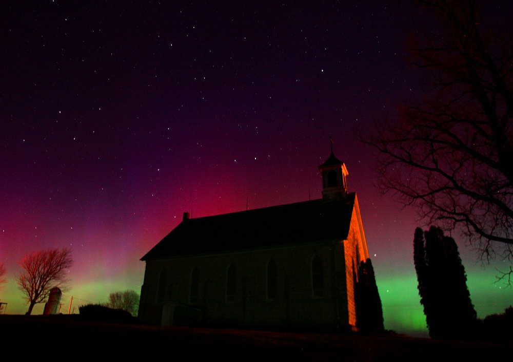 Description of . The aurora borealis lights up the sky with color, Thursday, Dec. 14, 2006 as seen from Lattnerville, Iowa. (AP Photo/Telegraph Herald, Dave Kettering)