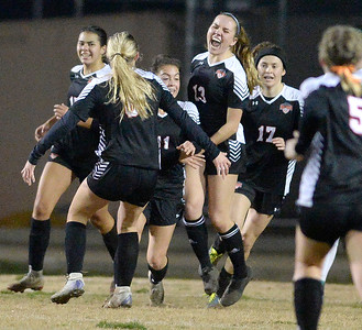 Vacaville High girls soccer team is in the driver's seat after win against Vanden