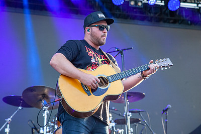 Mitchell Tenpenny at Sunfest