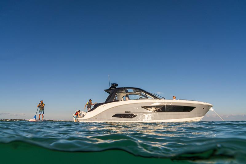 2021-Sundancer-370-Outboard-DAO370-lifestyle-starboard-family-life-jacket-paddleboarding-07505.jpg