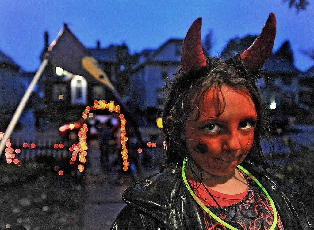 . Lhala Snyder, 7, of Erie is photographed on Halloween while trick-or-treating between 4th and 6th streets on Lincoln Ave., in Erie, Penn., on Thursday, Oct 31, 2013 . (AP Photo/Erie Times-News, JARID A. BARRINGER)