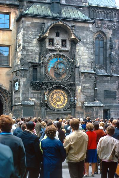 700823 Amazing Clock in Praha 13-29.jpg