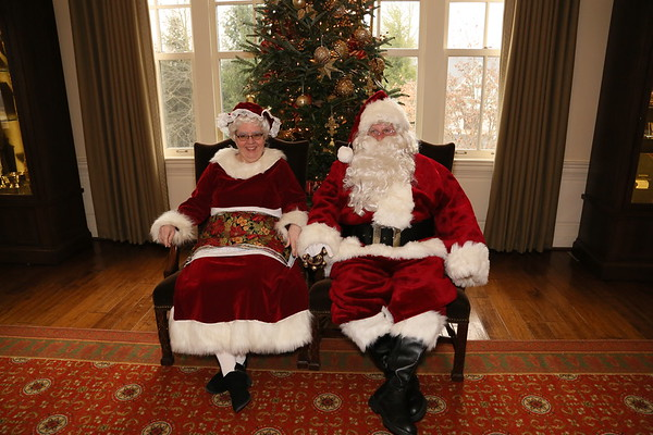2019  12-08  Photos with Santa