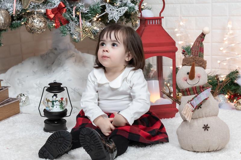 12.21.19 - Fernanda's Christmas Photo Session 2019 - -28.jpg