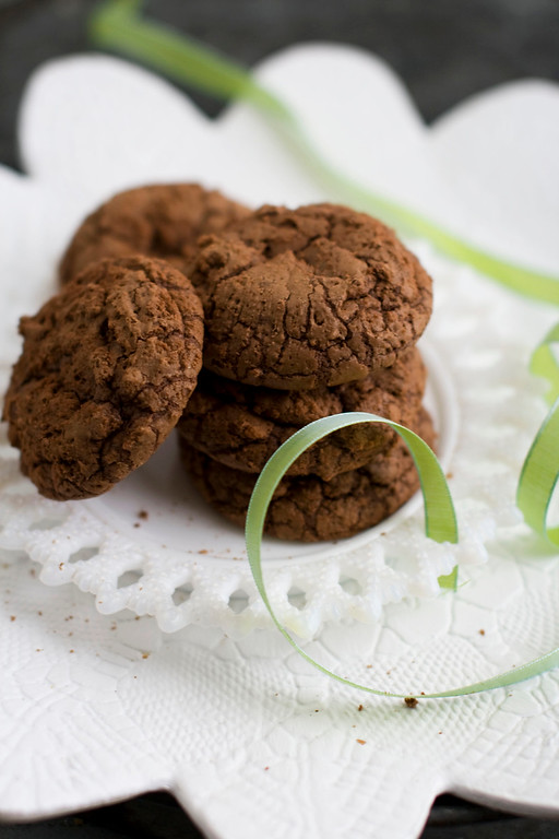 ". <a href=""https://www.yahoo.com/news/brownie-cookies-kicked-star-anise-132935754.html?ref=gs\"">Get the recipe for Chinese 5-Spice brownie cookies</a>. (AP Photo/Matthew Mead)"