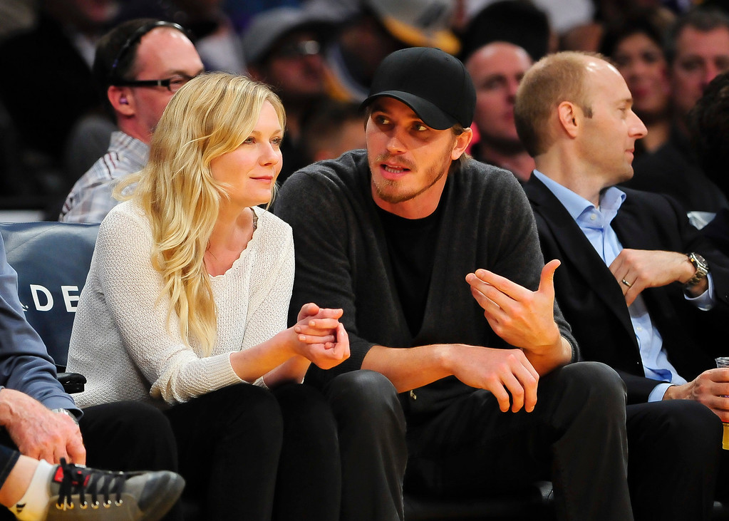 . Actors Kristen Dunst and Garrett Hedlund, right, attend an NBA basketball game between theNew Orleans Pelicans and Los Angeles Lakers, Tuesday, March 4, 2014, in Los Angeles. The Pelicans won 132 to 125. (AP Photo/Gus Ruelas)