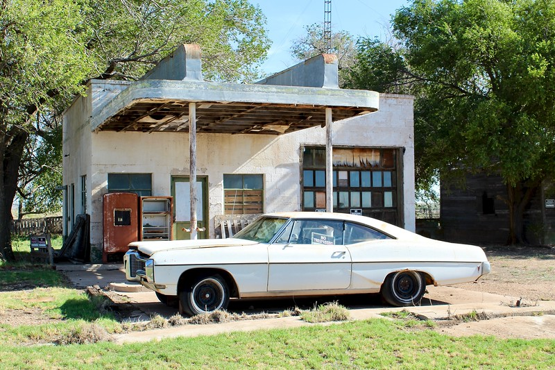 1968 Pontiac Catalina parked at old Texaco station (2020)