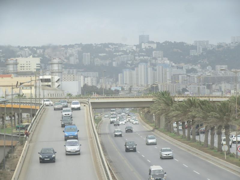 013_Alger. 2,500,000 habitants. 3e plus grosse ville d'Afrique (après le Caire et Casablanca).JPG