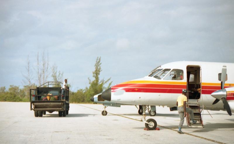 1990-12 1-03A Bahamas197.jpg