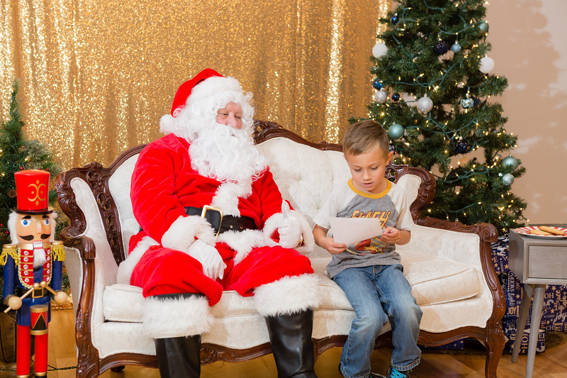 FADS Picture with Santa-283.jpg