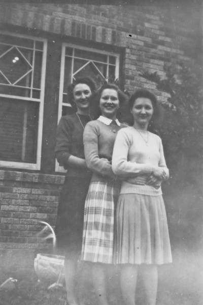 Frieda. Maria and Daria Jacob 1944