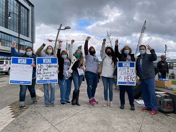 Rally to support PeaceHealth Southwest nurses in Vancouver