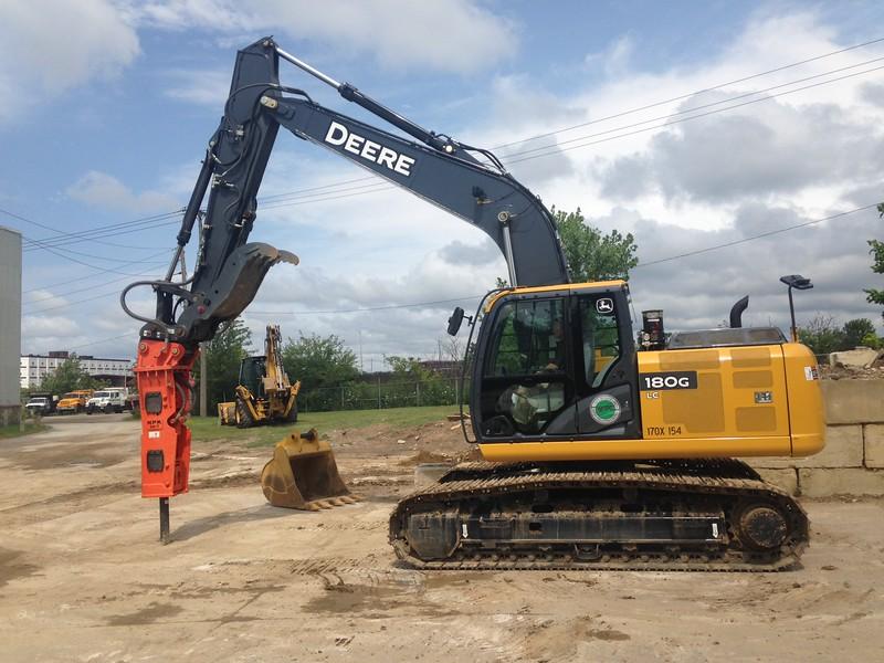 NPK GH7 hydraulic hammer on Deere excavator (4).JPG