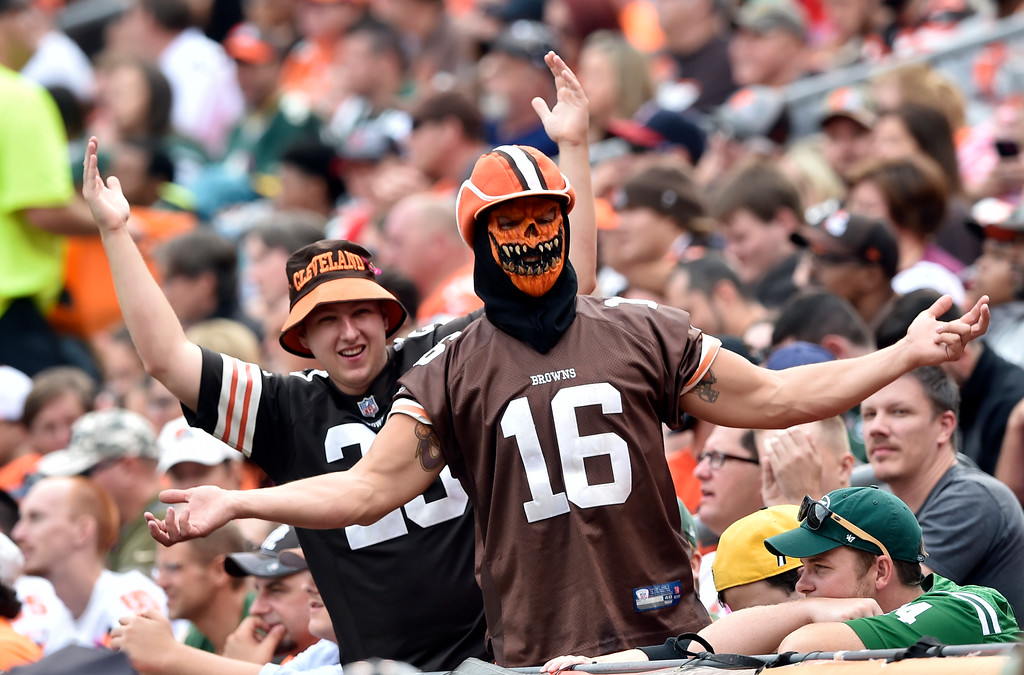 . Cleveland Browns fans react during the second half of an NFL football game between the New York Jets and the Cleveland Browns, Sunday, Oct. 8, 2017, in Cleveland. (AP Photo/David Richard)
