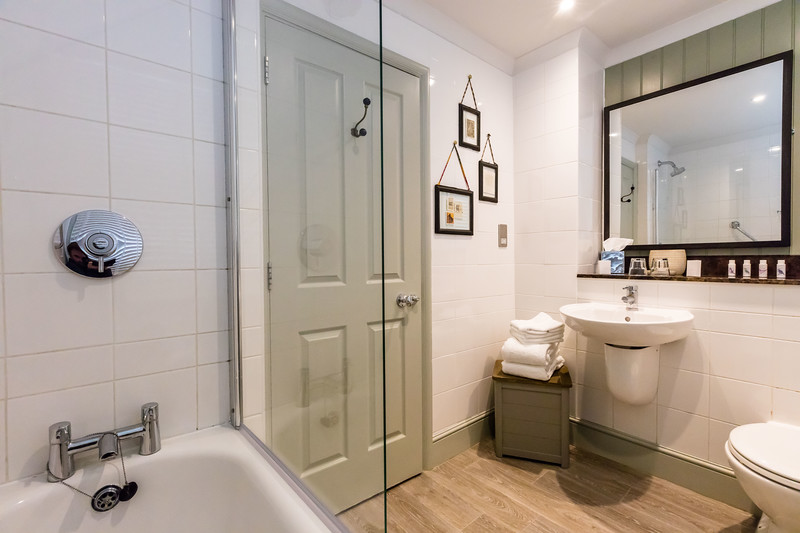 Bathroom c.jpg