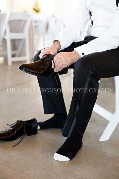 Hillary_Ferguson_Photography_Melinda+Derek_Getting_Ready269.jpg