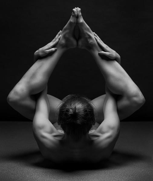 black-and-white-portraits-women-body-bodyscapes-anton-belovodchenko-161.jpg