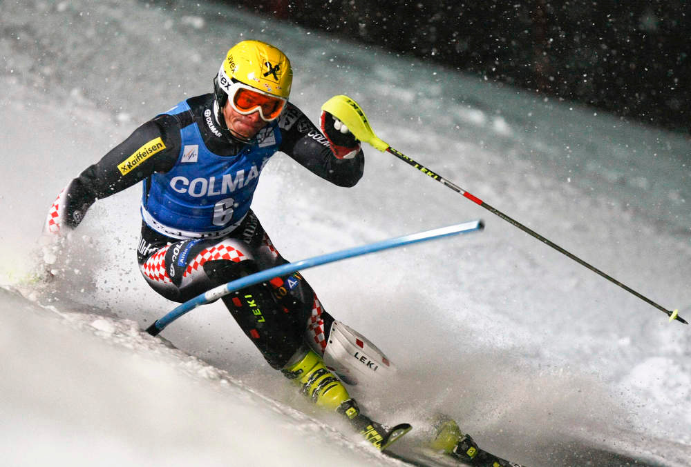 Description of . Ivica Kostelic of Croatia skis during the second leg in the men's World Cup Slalom skiing race in Val d'Isere, French Alps, December 8, 2012.    REUTERS/Emmanuel Foudrot