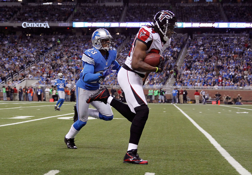 . Roddy White #84 of the Atlanta Falcons gets past Chris Houston #23 of the Detroit Lions for a first quarter touchdown at Ford Field on December 22, 2012 in Detroit, Michigan. (Photo by Gregory Shamus/Getty Images)