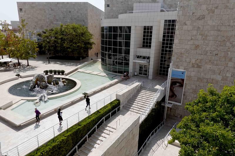 DSC00221 Bldg & Fountain Courtyard.jpg