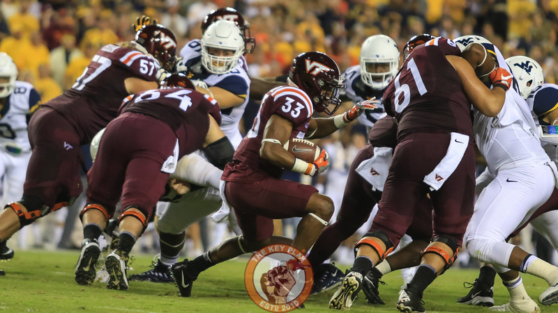 Deshawn McClease looks for an opening as he runs the ball. (Mark Umansky/TheKeyPlay.com)