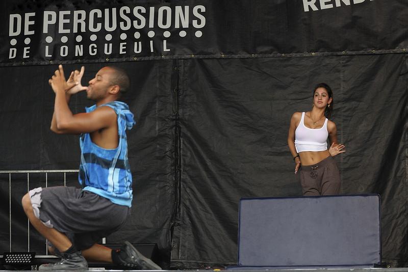 Ecole de danse Anacaona ( www.danserivesud.com ), Festival international de percussion de Longueuil ( FIPL ), Longueuil Qc; membres du groupe en action lors du festival/ Members of the group performing at the festival.