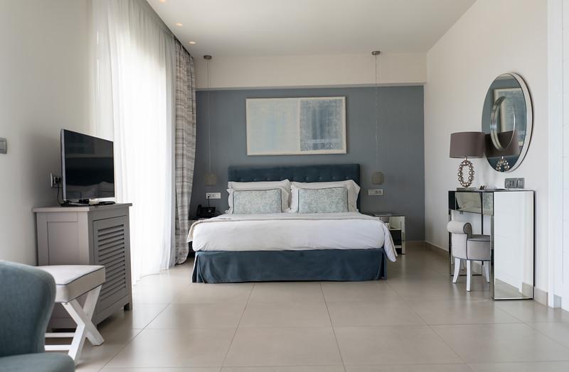 room002.jpg