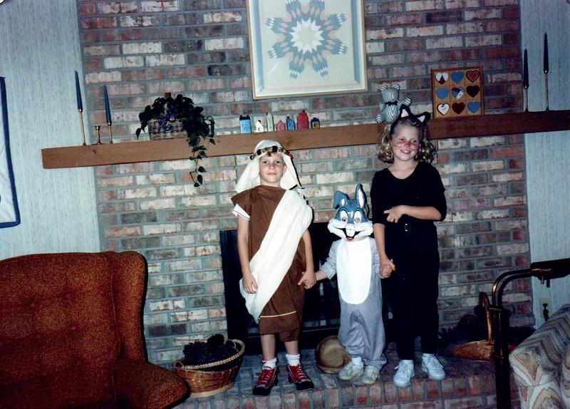 1989_Fall_Halloween Maren Bday Kids antics_0011_a.jpg