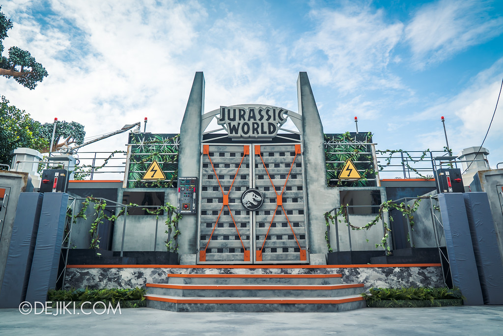 Universal Studios Singapore Park Update - Jurassic World Explore and Roar Preview - Roar Show Main Stage