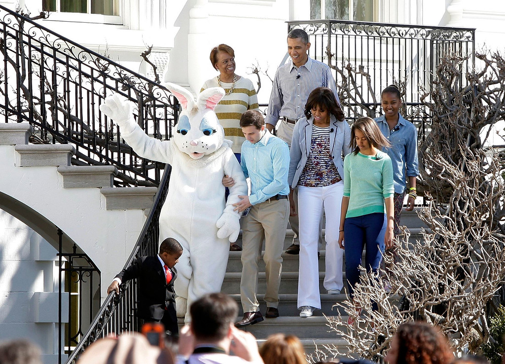 . U.S. President Barack Obama (top C), first lady Michelle Obama (3rd R) and their daughters Malia (2nd R) and Sasha (R) arrive with the Easter Bunny for the Easter Egg Roll on the South Lawn of the White House in Washington, April 1, 2013. Also pictured are the first lady\'s mother Marian Robinson (top L) and Robbie Novak (bottom L), who goes by the stage name Kid President.  REUTERS/Jonathan Ernst
