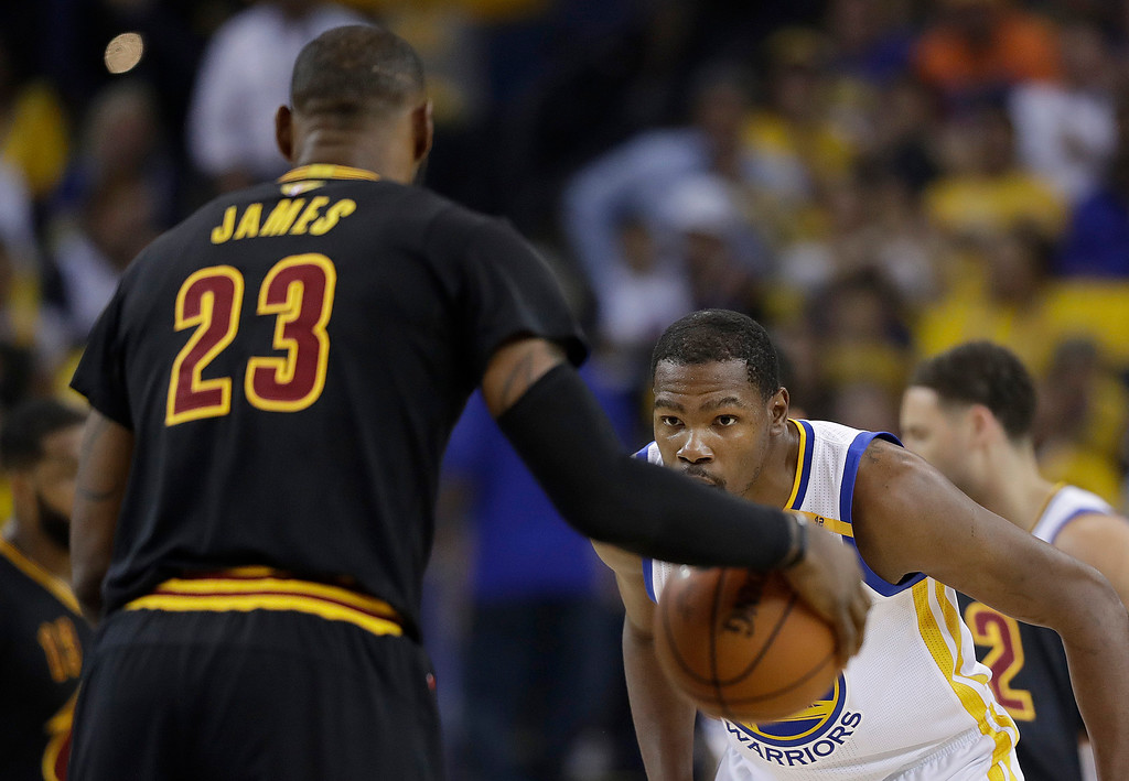 . Golden State Warriors forward Kevin Durant, right, defends Cleveland Cavaliers forward LeBron James (23) during the first half of Game 5 of basketball\'s NBA Finals in Oakland, Calif., Monday, June 12, 2017. (AP Photo/Marcio Jose Sanchez)
