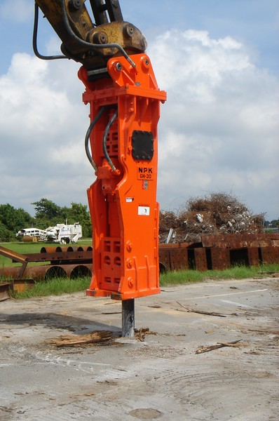 NPK GH30 hydraulic hammer on Testa excavator (5).JPG