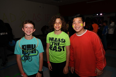 HMS 6th-Graders Dance to the Neon '80s