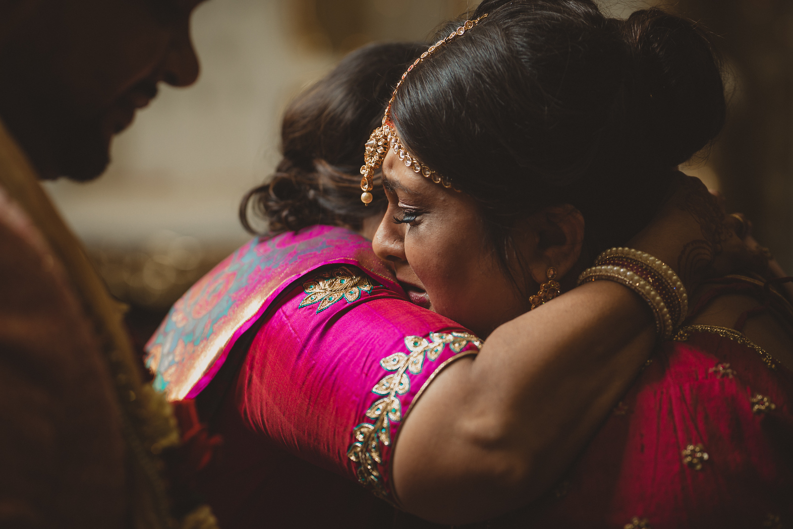 Hindu bride shares emotional moment with family