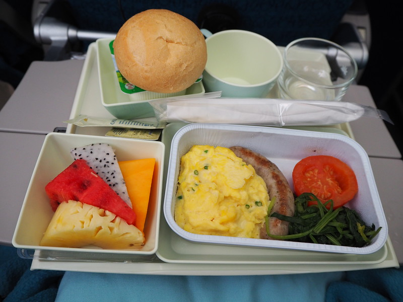 PA210025-sgn-syd-breakfast.JPG