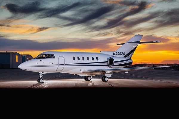 Hawker 800XP N909ZR (High Res No Logo)