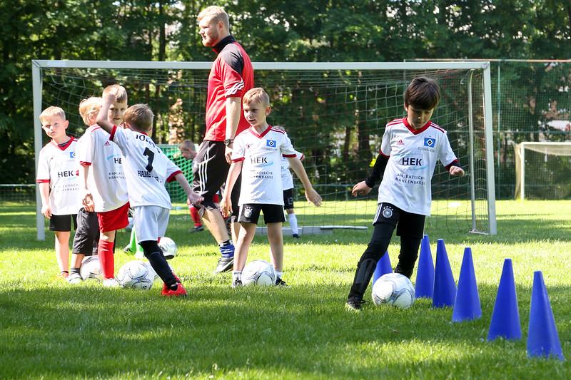 hsv_fussballschule-141_48047991123_o.jpg