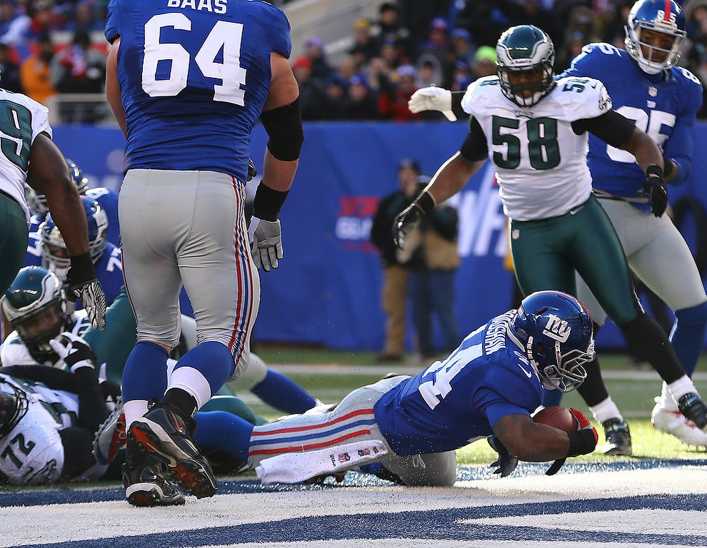 . Ahmad Bradshaw #44 of the New York Giants scores a touchdown against the Philadelphia Eagles during their game against the at MetLife Stadium on December 30, 2012 in East Rutherford, New Jersey.  (Photo by Al Bello/Getty Images)