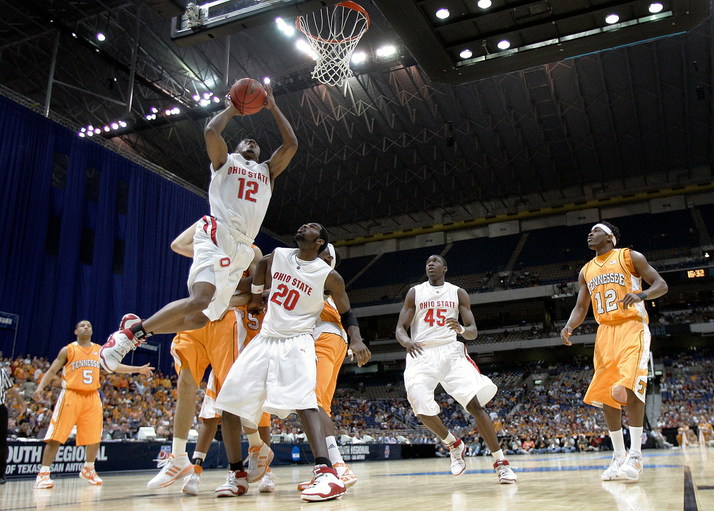 . Ohio State\'s Ron Lewis (12) goes to the basket as teammate Greg Oden (20) blocks out the Tennessee defense during their NCAA South Regional semifinal basketball game at the Alamodome in San Antonio, Thursday, March 22, 2007.  (AP Photo/David J. Phillip)