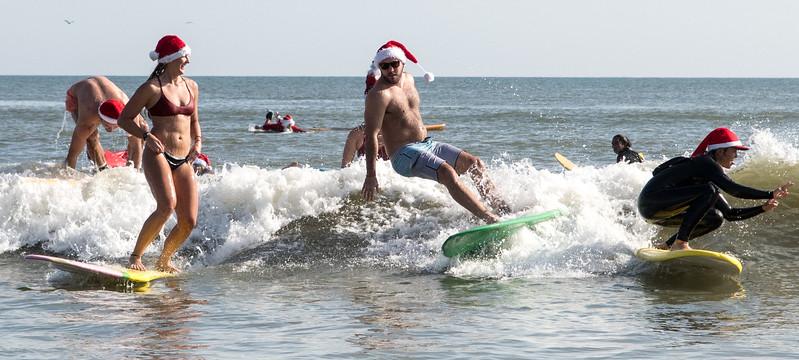 2017 Surfing Santas (18 of 21).jpg