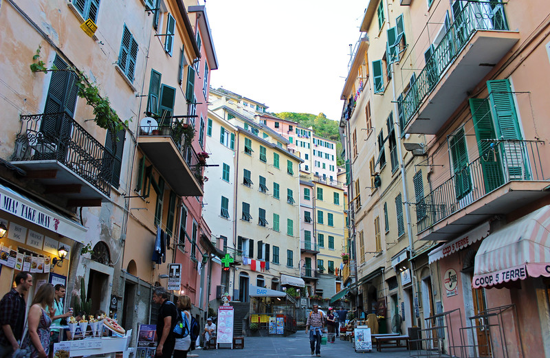 Italy-Cinque-Terre-Riomaggiore-05.JPG