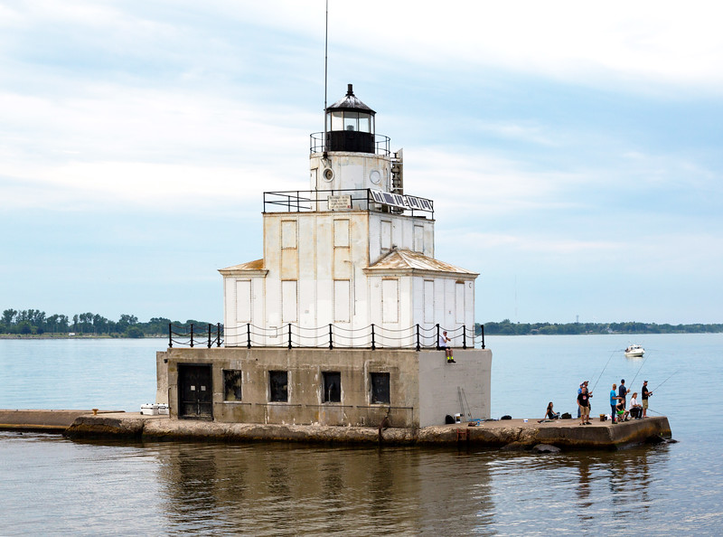The Manitowoc breakwater light greets us.