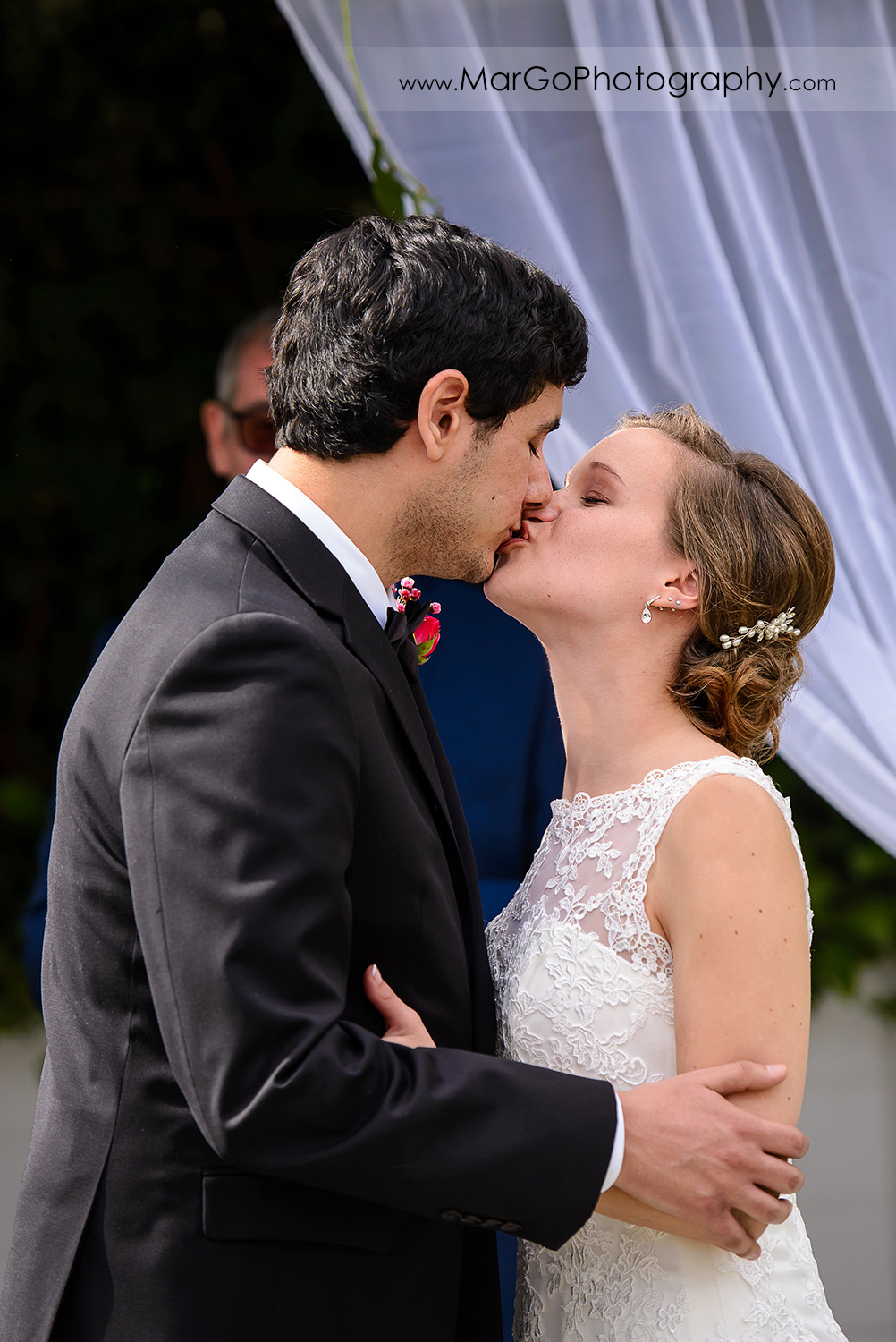 bride and groom kissing during wedding ceremony at Fremont Century House & Gardens
