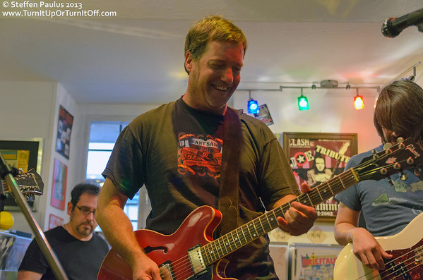 2013.04.15 - Rich Hopkins & Luminarios @ Rock Steady Records (Berlin, Germany)