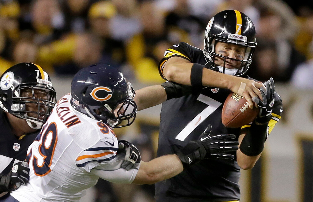 . Chicago Bears defensive end Shea McClellin (99) hits Pittsburgh Steelers quarterback Ben Roethlisberger (7) during in the second quarter of an NFL football game in Pittsburgh, Sunday, Sept. 22, 2013. Roethlisberger escaped the tackle. The Steelers lost 40-23. (AP Photo/Gene J. Puskar)
