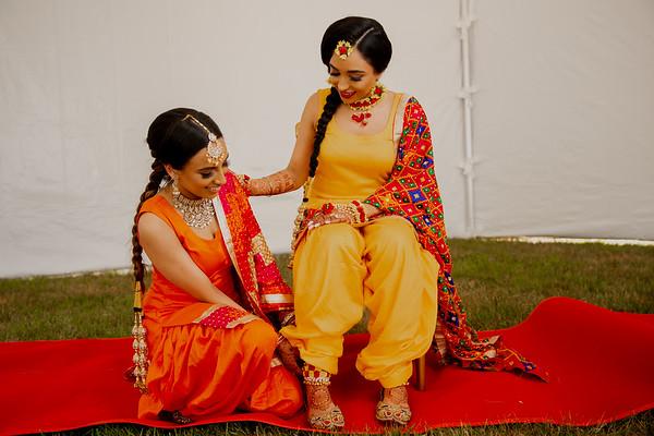 Harleena and Jasmeet Chunni