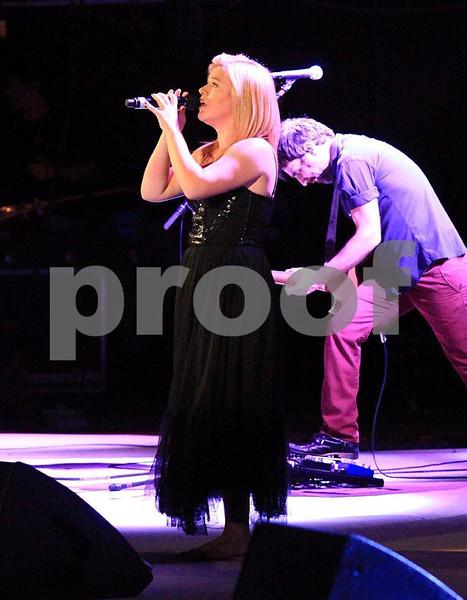 Kelly Clarkson 8778c.jpg