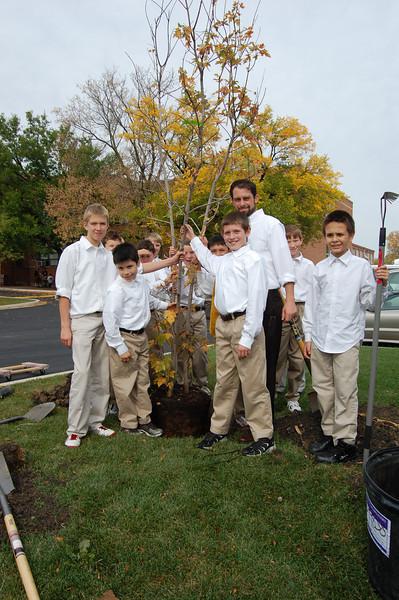 Planting Tree (12).JPG