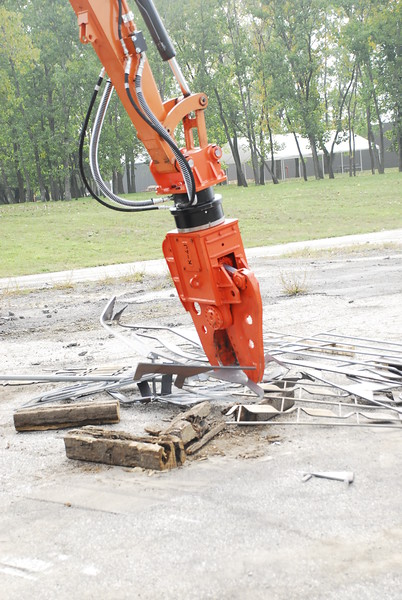 NPK K4JR demolition shear on Hitachi mini excavator at NPKCE (25).JPG