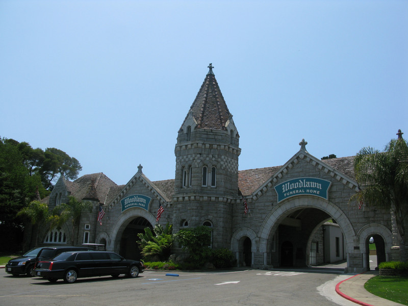Woodlawn Memorial Park entrance